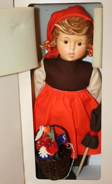 hummel goebel doll on holiday
